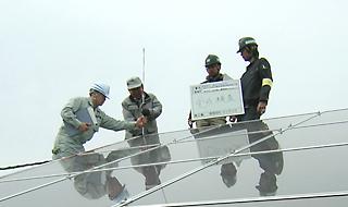 太陽光発電工事の様子