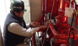 消火設備工事中の様子